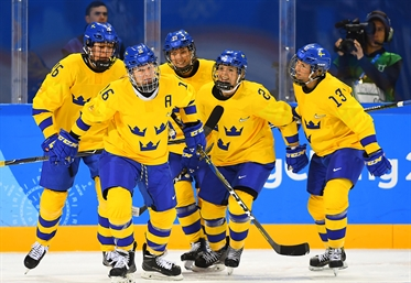 Swedes, Swiss both make QF
