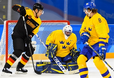 Enroth shuts out Germans