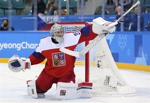 GANGNEUNG, SOUTH KOREA - FEBRUARY 21: The Czech Republic's Pavel Francouz #33 makes a stick save on this play during quarterfinal round action against the U.S. at the PyeongChang 2018 Olympic Winter Games. (Photo by Andre Ringuette/HHOF-IIHF Images)